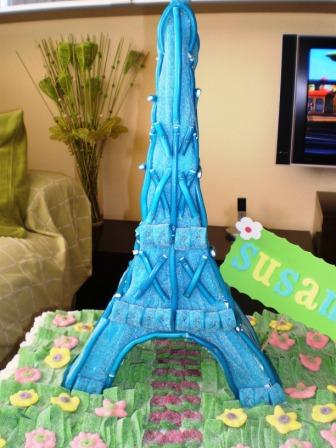 Tarta de chuches torre Eiffel Chuchelandia, el blog de las chuches y golosinas